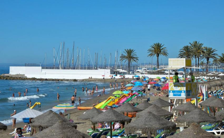 Marbella closes the beaches from 9:30 p.m., extending the new restrictions